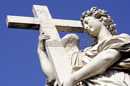 detail religion glaube statue kreuz skulptur