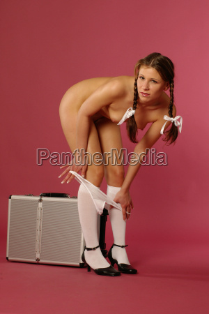 girls undressing