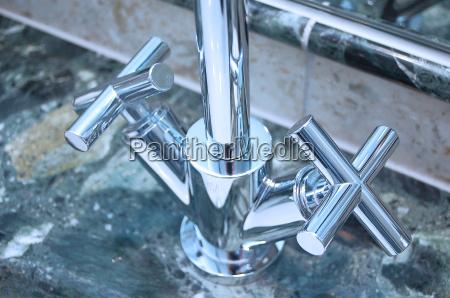 silber marmor waschbecken waschen wasserhahn chrom