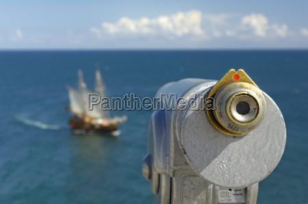 fernrohr und segelschiff