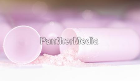 rosa kapsel und pulver