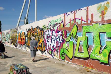 graffiti spaziergang am mauerpark