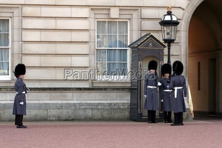 wachabloesung buckingham palace