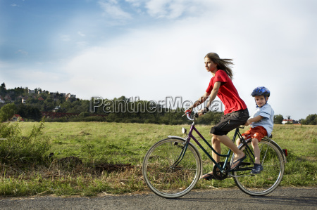 donna guidare viaggiare salute tempo libero