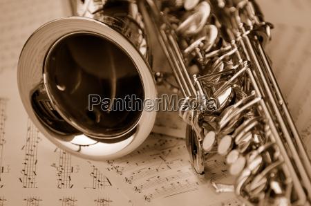 saxophon mit noten