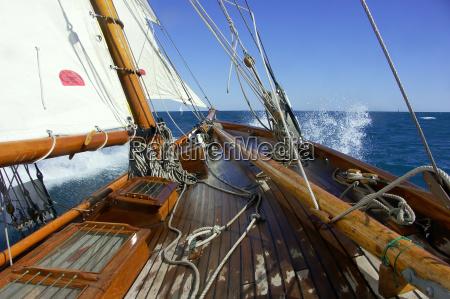 segeln an bord einer klassischen yacht
