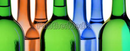 flaschen im gegenlicht