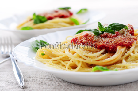 nudeln und tomatensosse