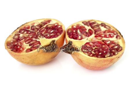 granatapfel mit weissem hintergrund