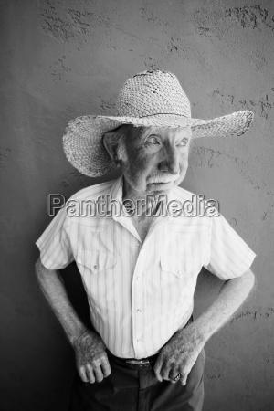 senior senior mann in einem cowboy