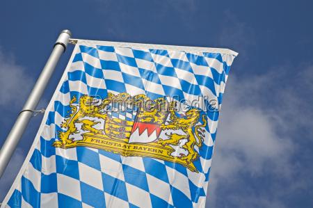 bayerische fahne mit wappen