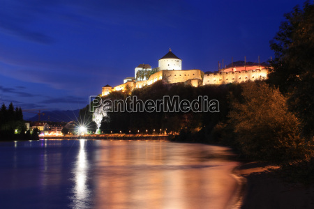 fortress kufstein at night
