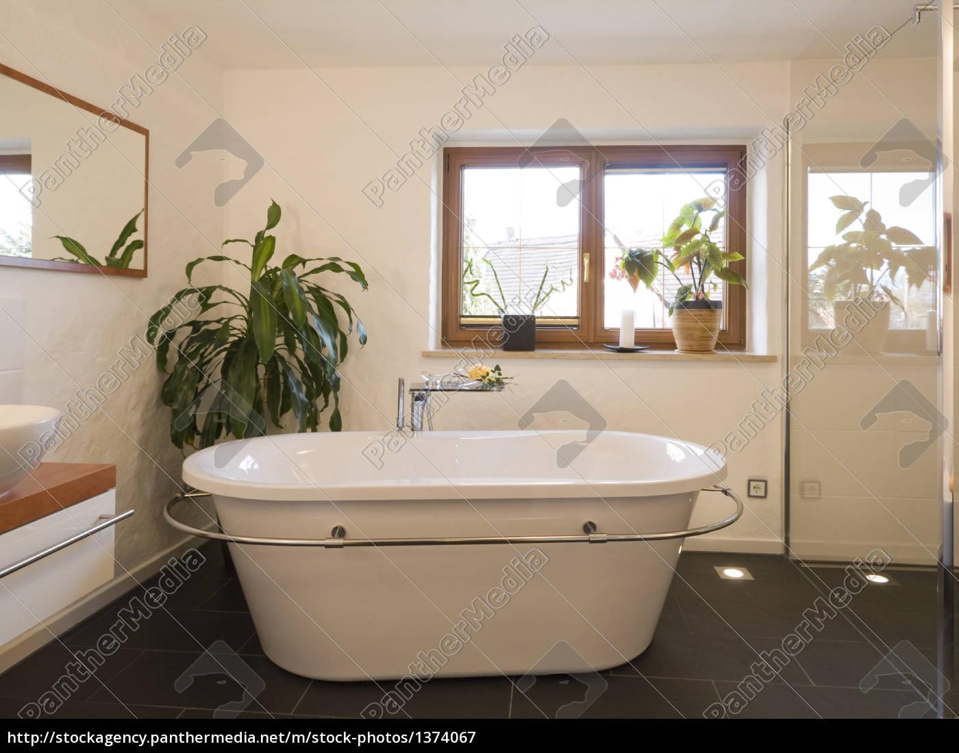 Wanne Freistehend bad modern wanne freistehend lizenzfreies bild 1374067
