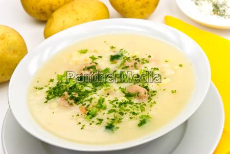 kartoffel krem suppe mit fleischbaellchen