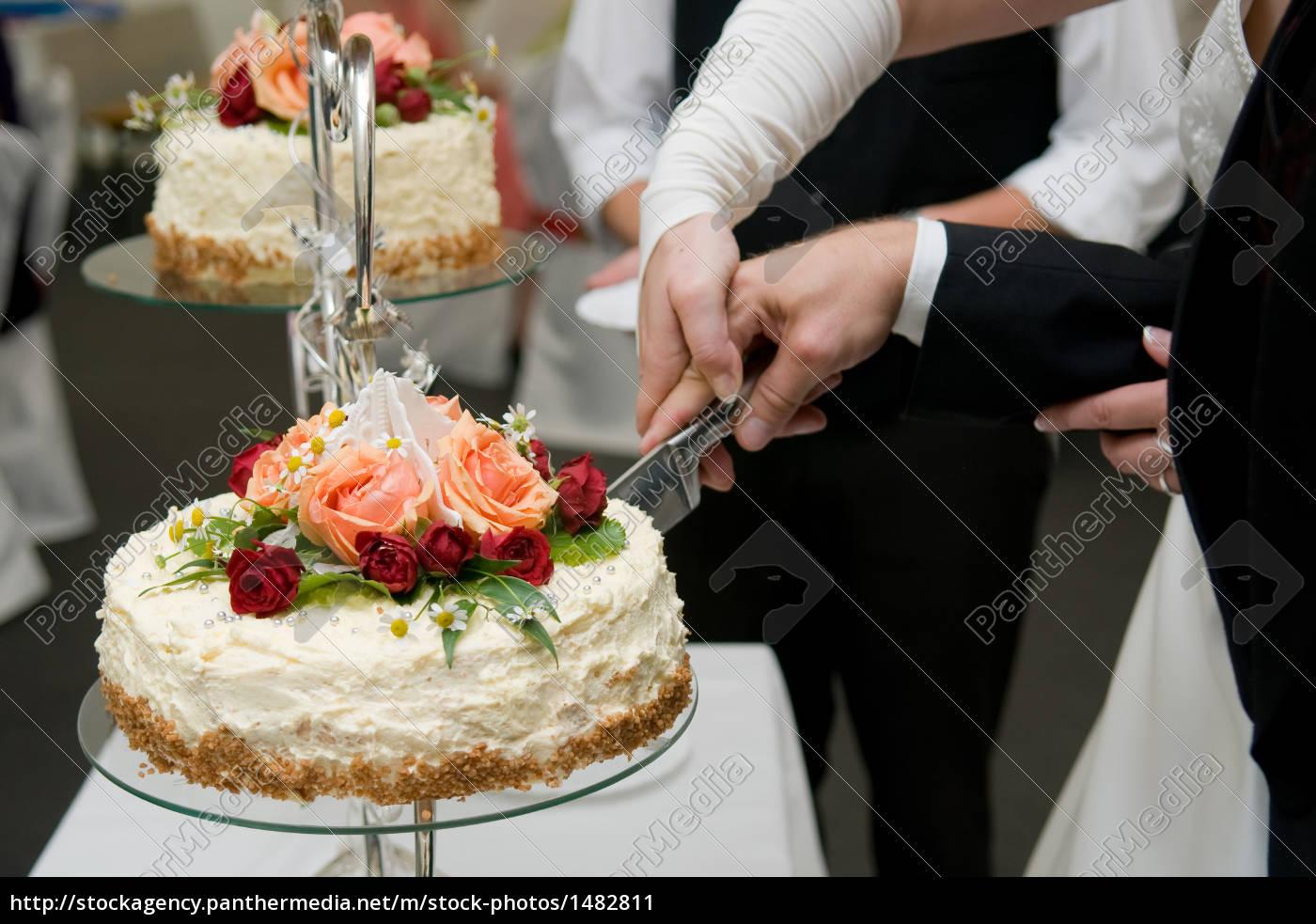 Anschneiden Der Hochzeitstorte 2 Lizenzfreies Bild 1482811