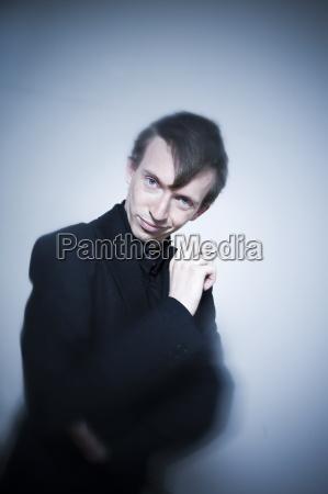 expressive junge mann