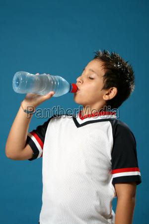 durstiger, junge, trinkwasser - 1556091