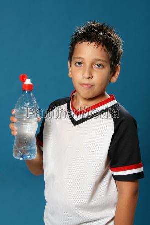 durstiger, junge, trinkwasser - 1556109