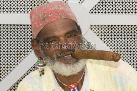 portrait mit zigarre