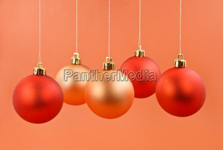 christbaum dekoration mit den kugeln