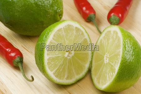 vitamine zitrusfrucht sauer peperoni limette fruchtfleisch