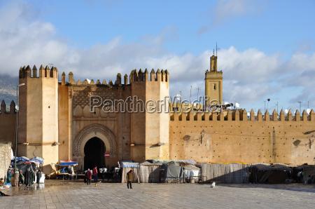 tor zur medina in fes marokko