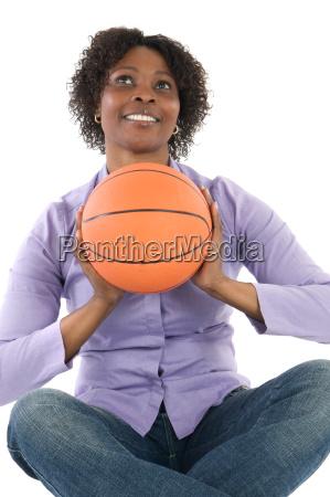 frau ballon luftballon sport basketball korbball
