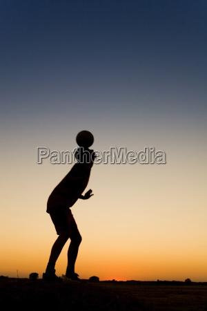 sportmans, siluetthe, spielt, fußball - 1732385