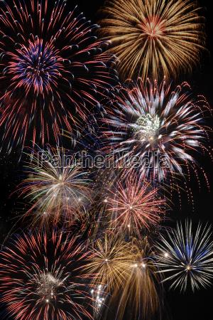 feuerwerk an silvester sylvester neujahr