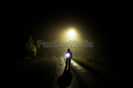 nat nattetid tage menneske angst lampe