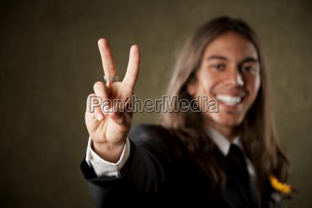 gesto mano dito virile mascolino pace