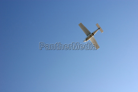 startendes flugzeug flugplatz helgoland