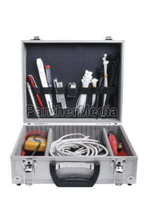 koffer mit technischen werkzeug