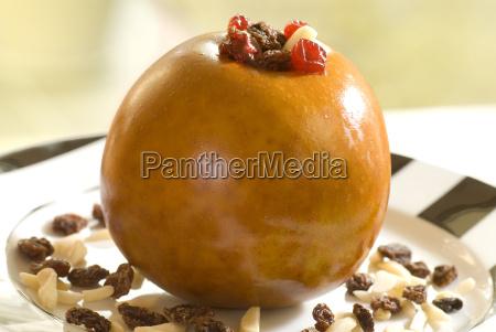 bratapfel gefuellt mit gestifteten mandeln