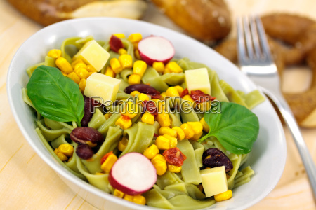 mais noodles salad