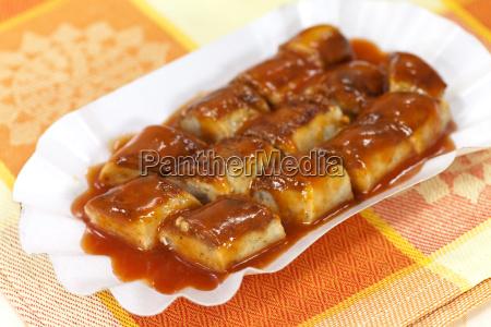 bratwurst mit ketchup und gemuese