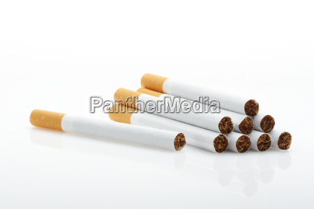 zigaretten ueber weiss
