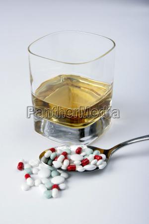 suchtmittel tabletten alkohol loeffel