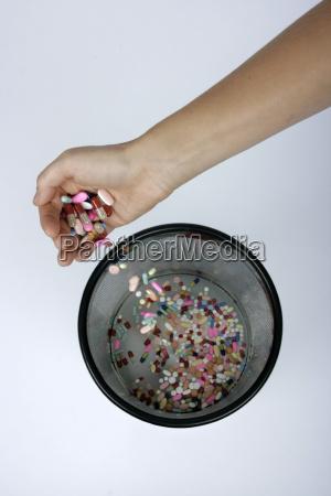 medikamente in den papierkorb