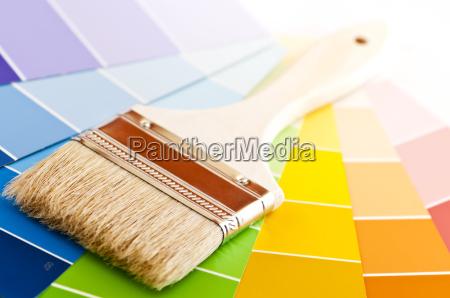 pinsel mit farbkarten