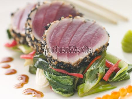 verbrannte yellow fin tuna mit sesam