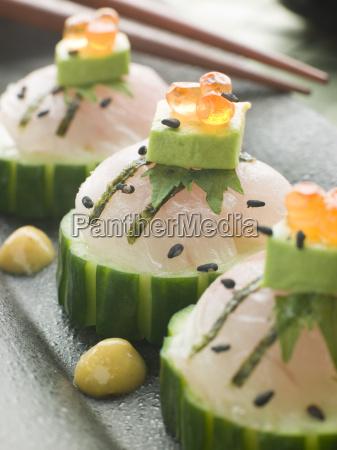 sashimi vom wolfsbarsch mit avocado und