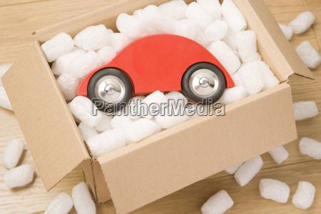 auto in einer box
