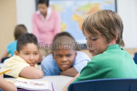 student in der klasse von studenten