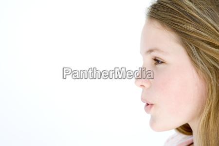 teenager maedchen stehend mit mund oeffnen