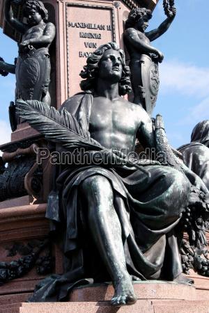 bronzefigur am maxmonument muenchen 4