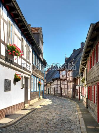 schmale gasse in goslar
