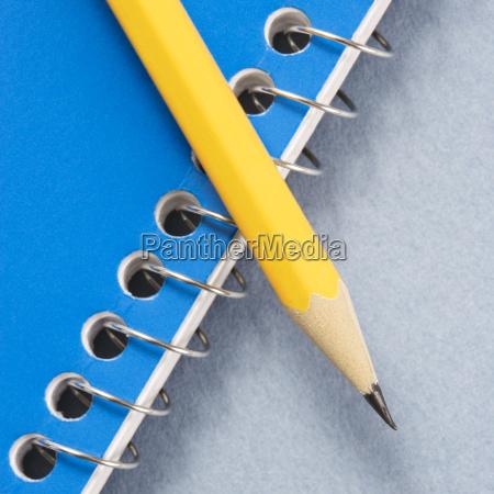 bleistift und notebook