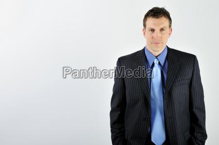 blau braun braeunlich bruenett maennlich mannhaft