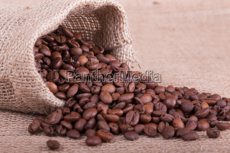 kaffeebohnen im jutesack